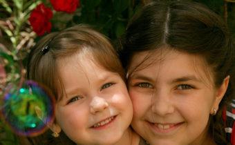 sisters-781097_960_720